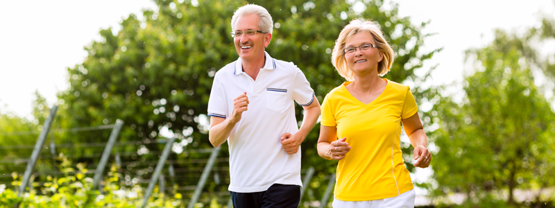Couple-jogging-to-stay-active-and-as-a-way-to-manage-stress